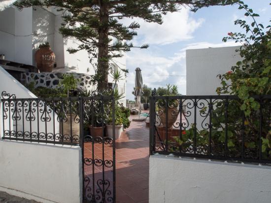 Sofia Hotel Santorini: Hotel entrance