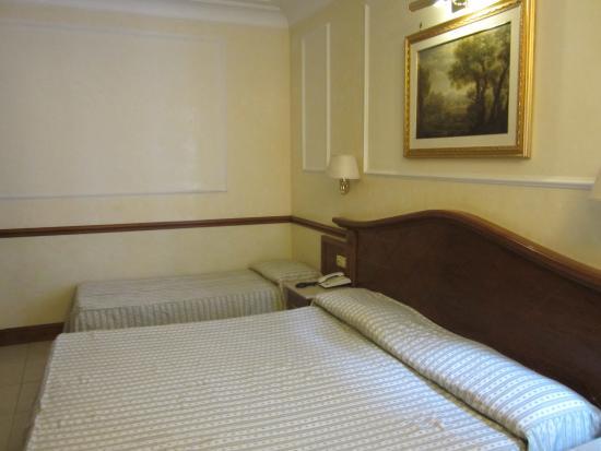Hotel Hiberia: Hiberia Hotel    our triple room