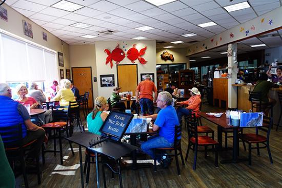 Bay City, Oregón: Front dining room