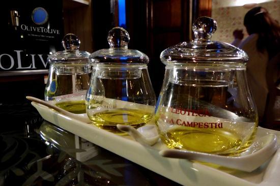 Vicchio, Italia: Olivenöl-Verkostung im Restaurant