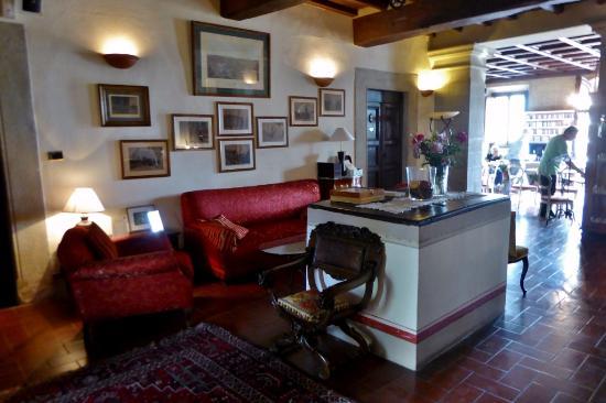 Vicchio, إيطاليا: Die Halle vor dem Restaurant
