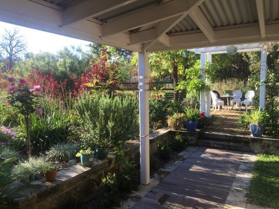 Belhus, Australia: Garden at Swan B and B Farmstay