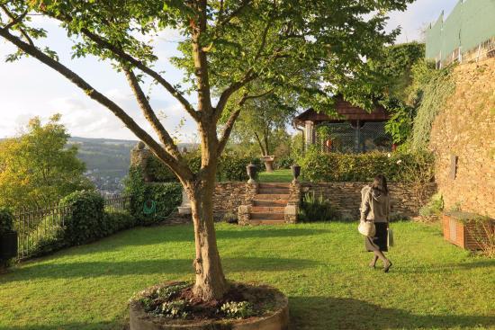 Castle Hotel Auf Schoenburg: 庭園