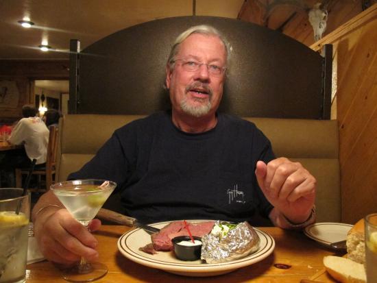 Charlie Clark's Steak House : Prime Rib at it's Finest