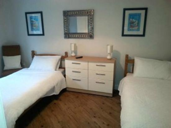Summer Winds B&B : Twin bedroom
