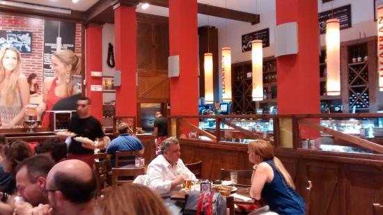 Inside lizarran on the calle del prado madrid picture for Restaurante lamucca calle prado madrid