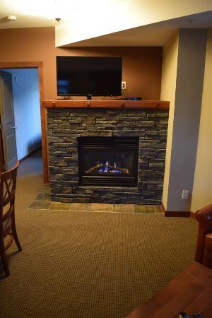 Falcon Crest Lodge: fire place