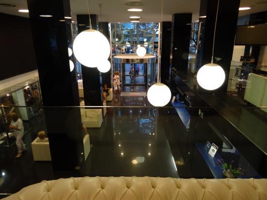 Belroy Hotel : Hotel Belroy - vue vers la réception.