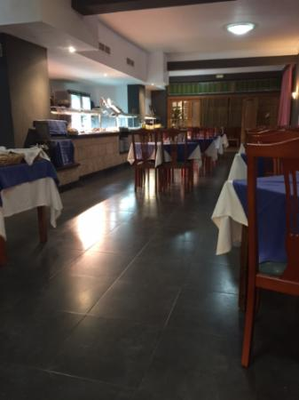 Hotel Marbel: The busy restaurant at peak time.