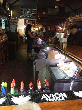 Rookies Hilltop Inn