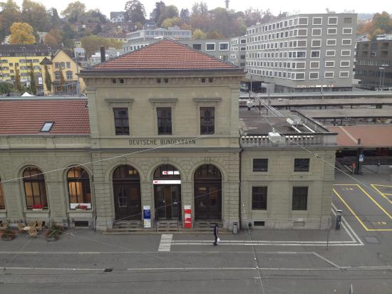 Best Western Plus Hotel Bahnhof: נוף לתחנת הרכבת