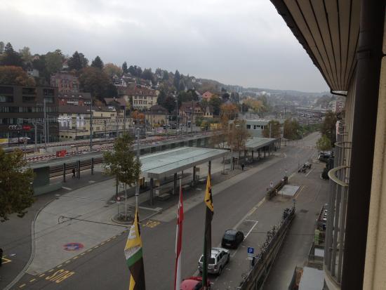 Best Western Plus Hotel Bahnhof: נוף לתחנת הרכבת כיוון מזרח