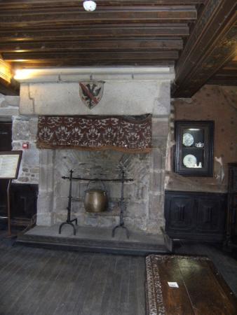 Maison de Bertrand du Guesclin: mobilier d'epoque