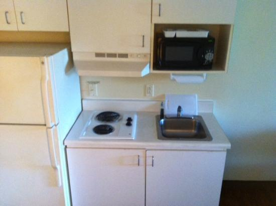 Home-Towne Suites of Greenville: kitchenette
