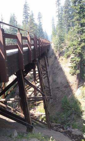 Rim Drive: A bridge near Crater Lake