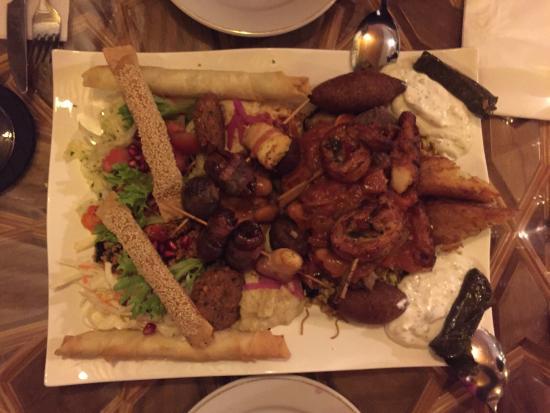 Orientalisches Restaurant Mesopotamien: Die große Ahalan-wa-Sahalan Platte für zwei. Lecker!