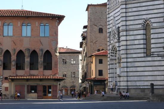 Baptistery : баптистерий и Piazza del Duomo
