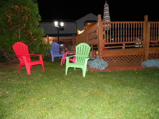 Williamstown, MA: Sitting area with small deck