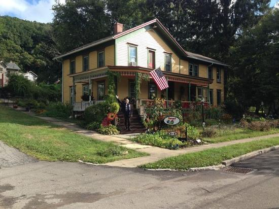 Front of house bild fr n barnard house bed and breakfast Emlenton motor inn emlenton pa