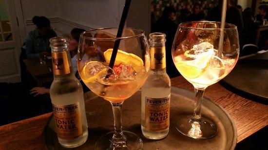 Lepelblad: Gin mare met rozenbotel!