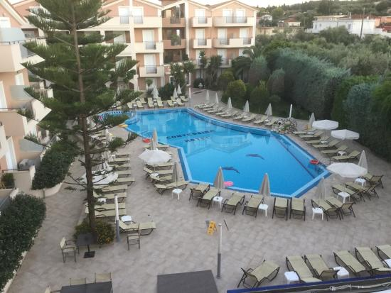 Nice size swimming pool picture of contessina hotel tsilivi tripadvisor for Nice hotels with swimming pool
