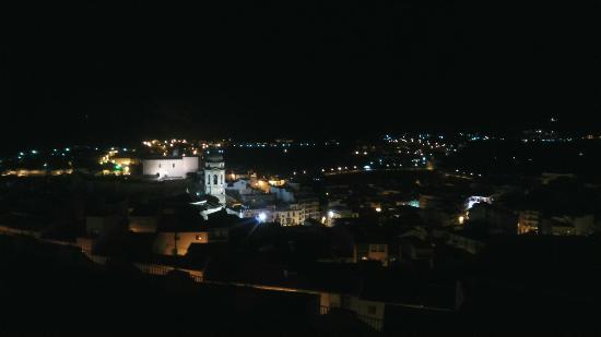 Hotel El Mirador Loja: Vista nocturna desde la habitación