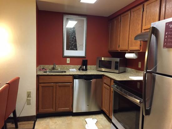 Residence Inn New Orleans Metairie: Kitchen