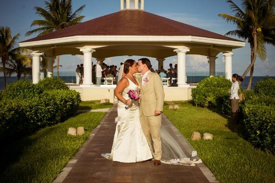 Moon Palace Cancun Wedding At Tucan Gazebo