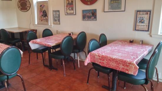 Mi Casa Tamales : Indoor seating area