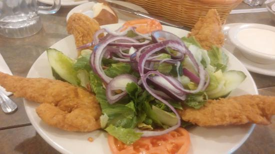 Christy's Restaurant Pancake House: Chattanooga Salad with Crispy Chicken Fingers