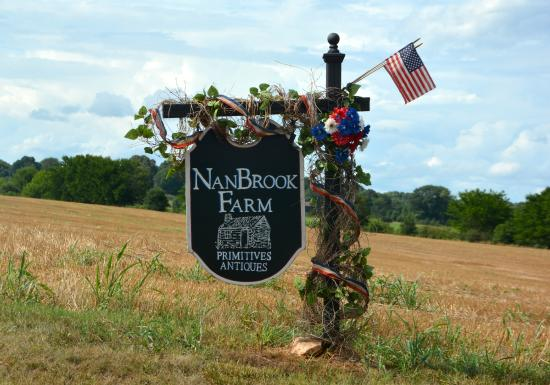 ‪NanBrook Farm Primitives & Antiques‬