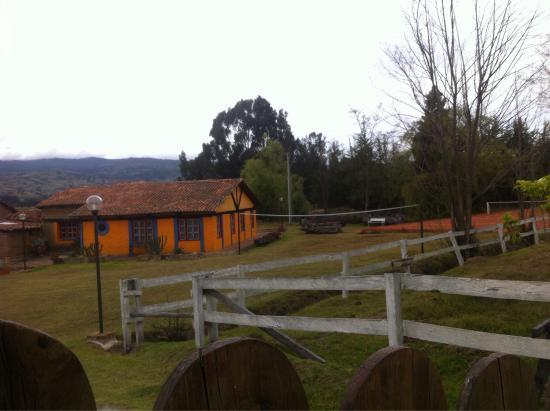 Casa Yerbabuena: no pudimos ingresar lamentablemente, no había timbre y la casa estaba sola, parece que funciona