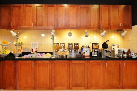Residence Inn Loveland Fort Collins: Breakfast