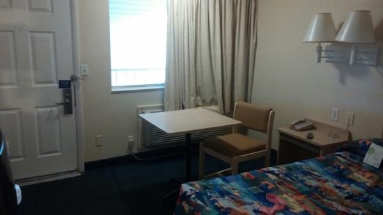 Motel 6 Charleston South: Nothing fancy, but clean and certainly good value.