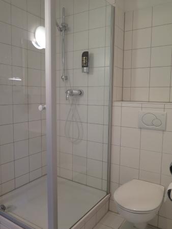 Pension Peters: Simple, clean bathroom