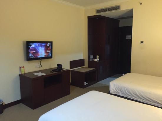 GGi Hotel: twin bed room