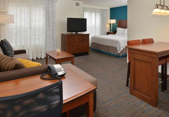 Residence Inn Loveland Fort Collins: Photo of our room from the entrance door