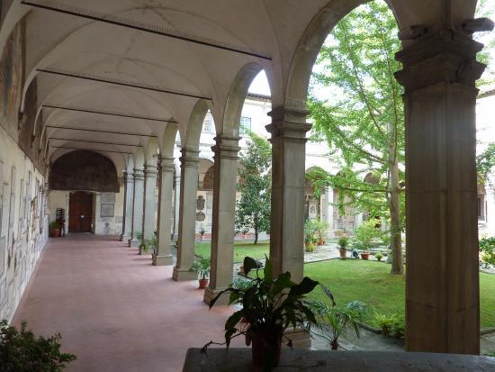 Eglise Santo Spirito : The internal cloister.