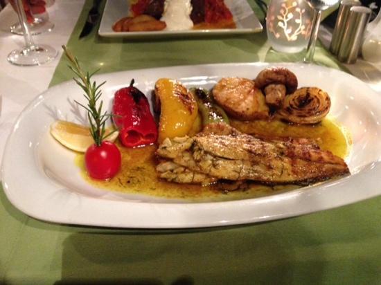 Zula sea bass fillets foto di zula restaurant kalkan for Turkish sea bass recipe