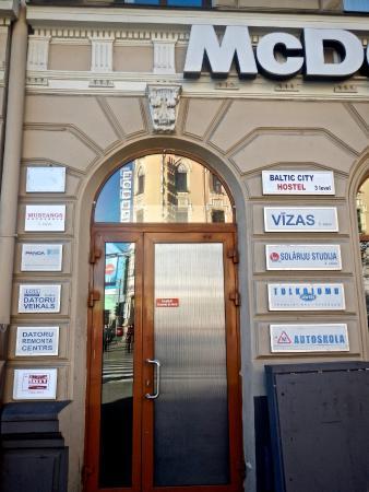 Correct Entrance through McDonalds to Riga Hostel