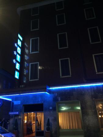 Piccolo Hotel: facciata esterna