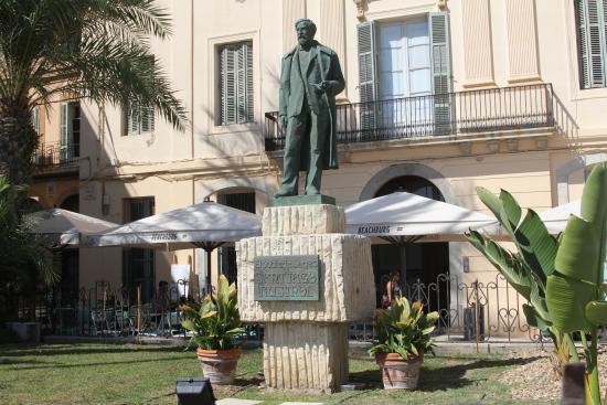 Monumento a Santiago Rusiñol