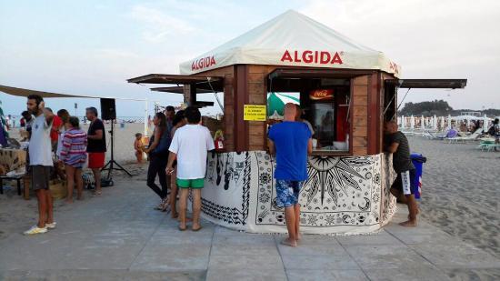 Il chiosco sulla spiaggia foto di bagno virna lido di spina tripadvisor - Bagno le piramidi lido di spina ...