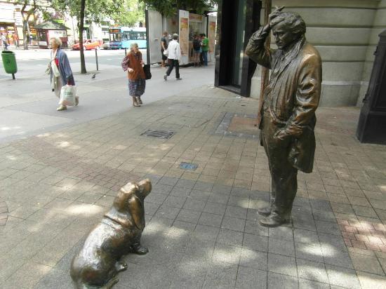 Columbo Statue
