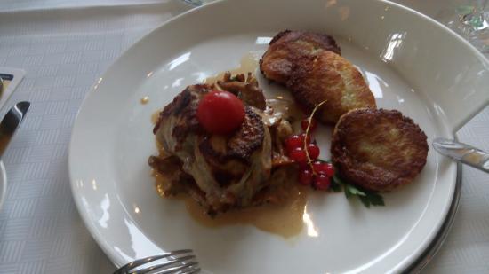 Sporthotel Landhaus Wacker: блюдо из ресторана отеля