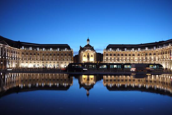 Miroir d 39 eau de bordeaux picture of the water mirror for Miroir d eau bordeaux