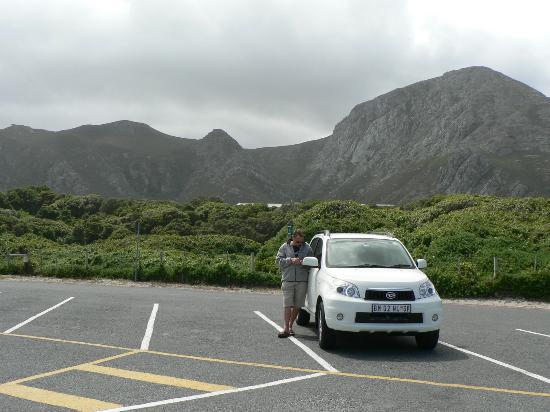 Hermanus, Sudáfrica: Parking area at Grotto Beach