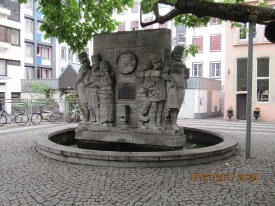 Willi Ostermann Monument