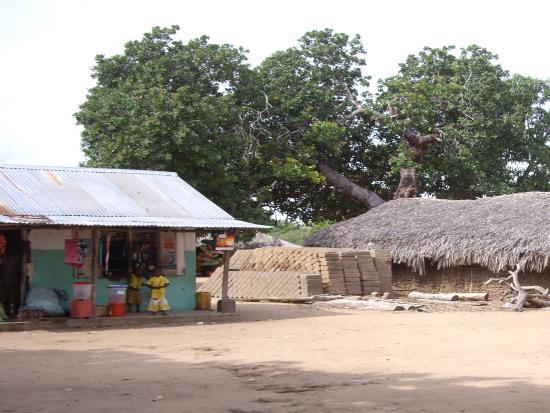 Selous Great Water Lodge: In het dorp