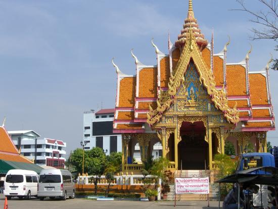 Wat Maha But Temple - Mae Nak Shrine